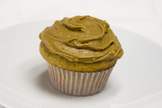 Peanut butter penuche cupcakes